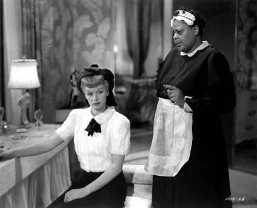 "Louise Beavers au service de Lucille Ball dans ""Lover Come Back"""